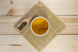 Oolong with dried leaves